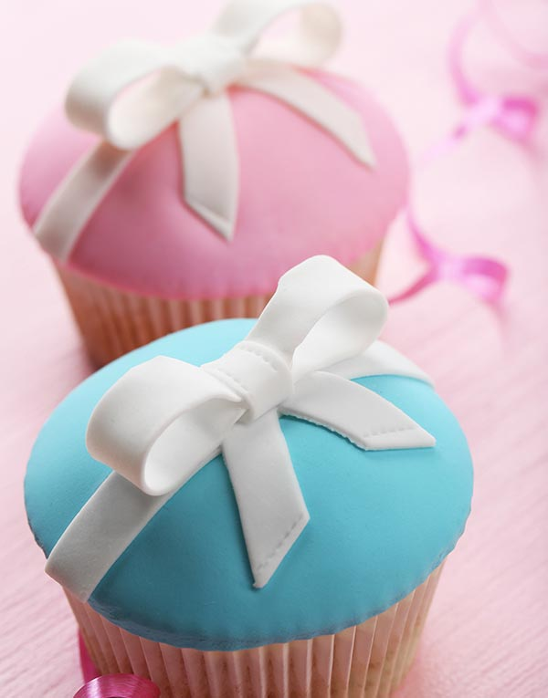 Cupcake surprise rose et bleu pour gendre reveal party en Guadeloupe